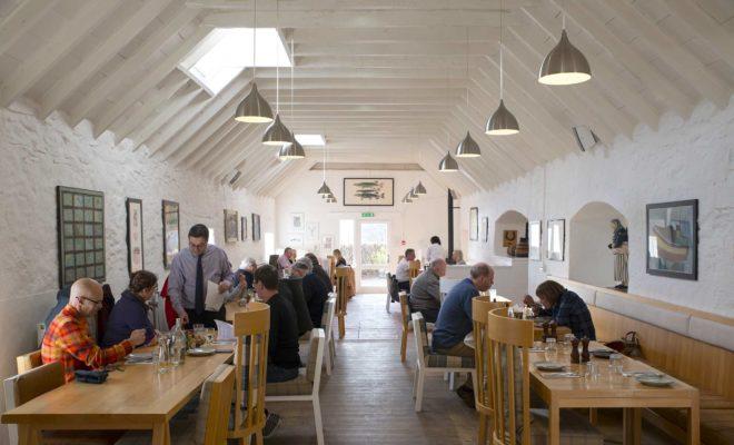 Una alto en un bar de ostras del Loch Fyne