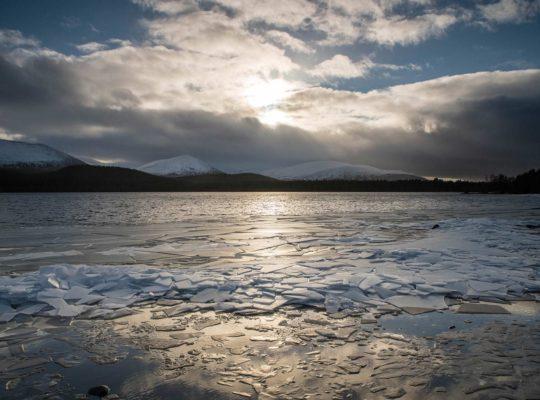 El frío pasa de largo en el Loch Morlich
