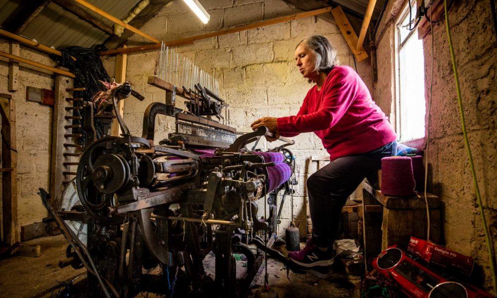 in-a-harris-tweed-weaving-workshop-sir-edwards-roadtrip