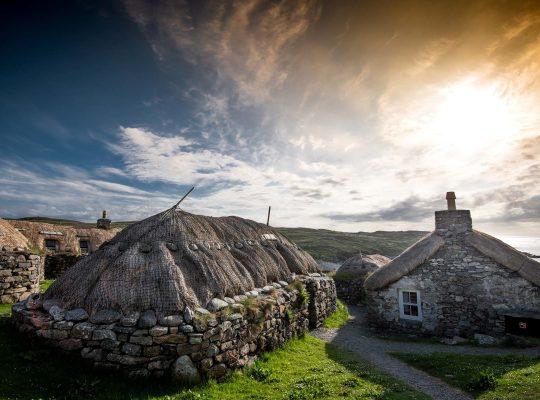 Las «casas negras» de los campesinos de Lewis